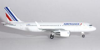 Herpa 530606  Air France Airbus A320 F-HEPH 1:500