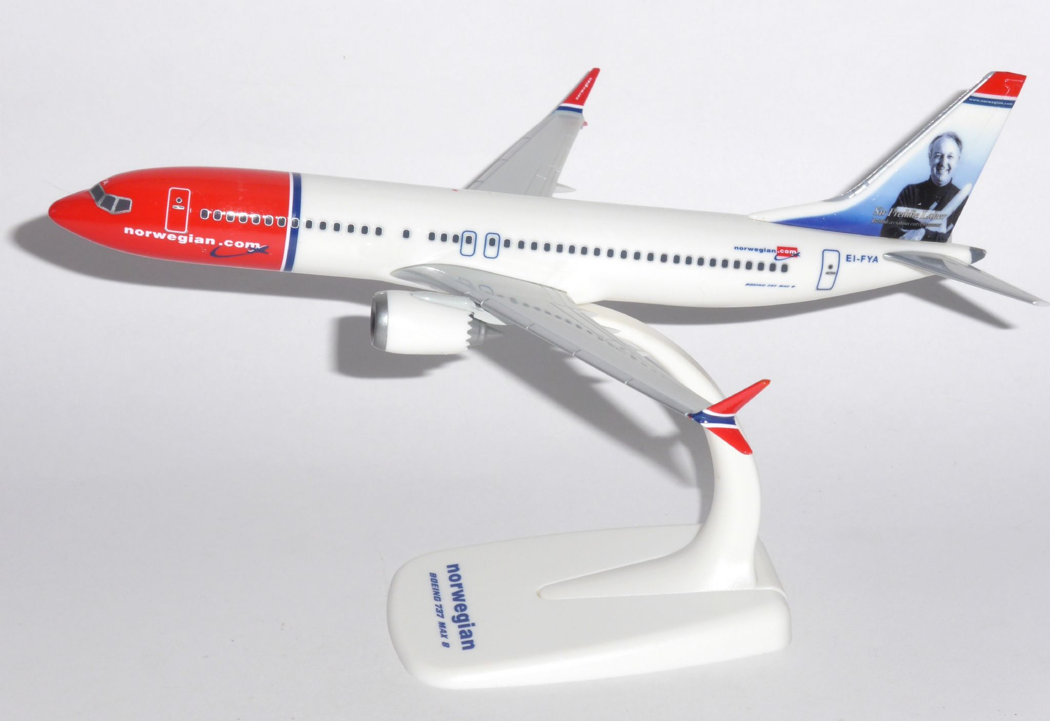 Herpa Wings 1:200 Snap Fit Boeing 737 MAX 8 Norwegian ei-FYA 611817
